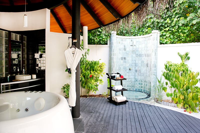 9 Outdoor Shower Floor Ideas With Pictures
