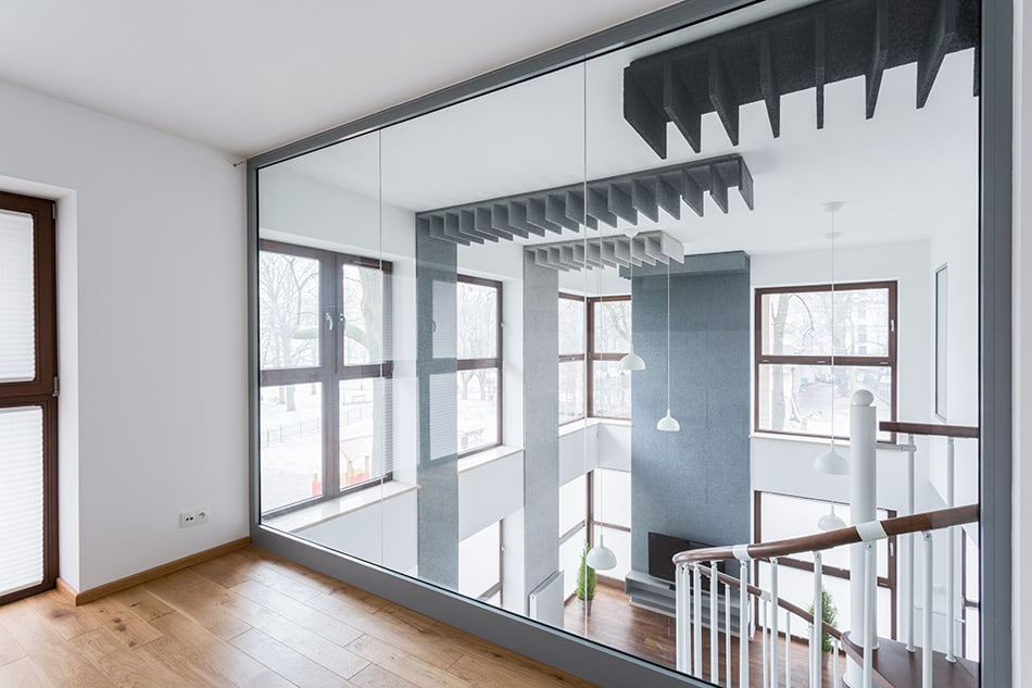Single mirrored wall to expand the space