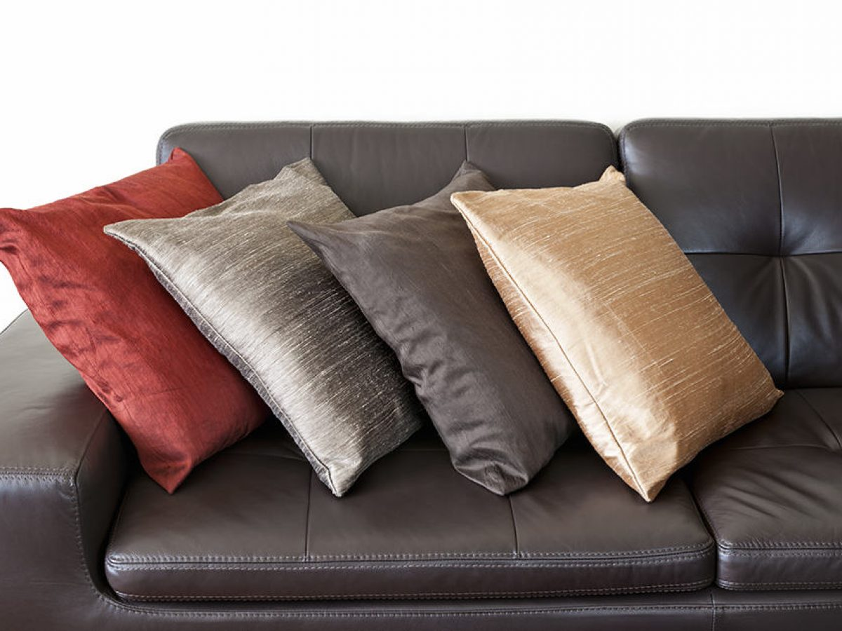 How To Choose Throw Pillows For Your Brown Couch Homenish