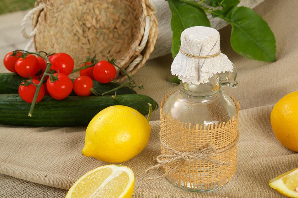 Apply Lemon Juice and White Vinegar Solution