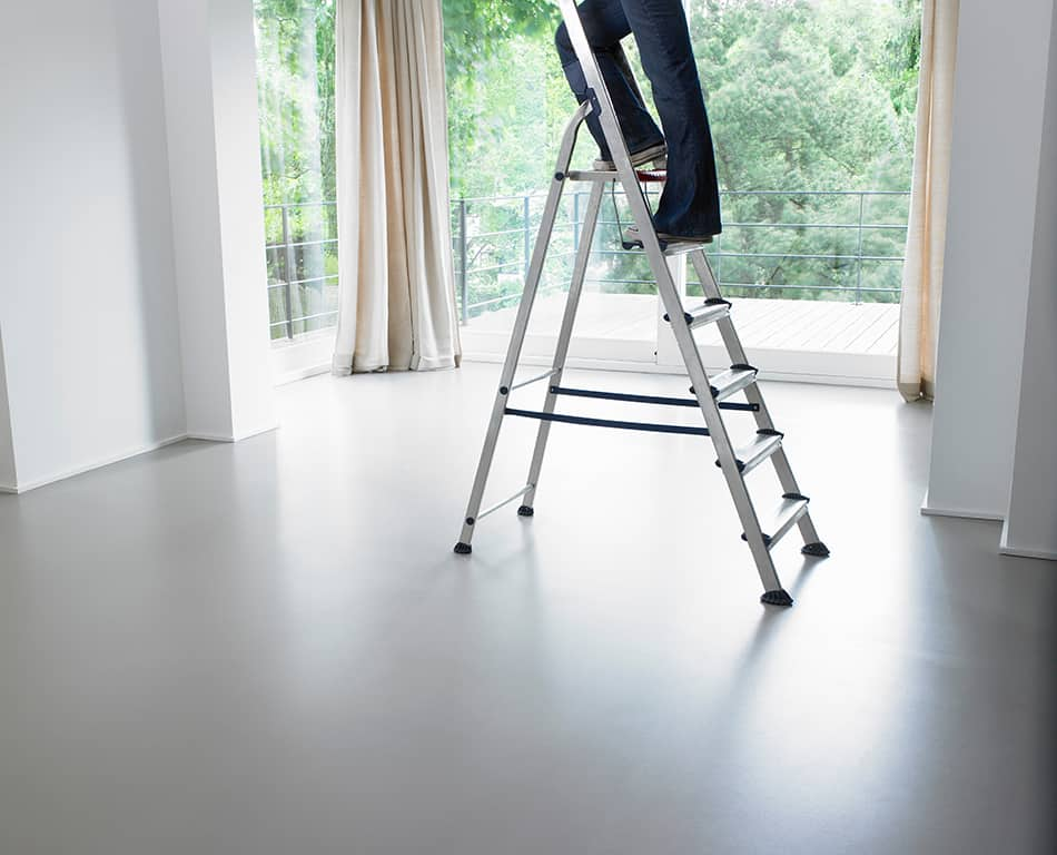 General Safety Tips When Using a Ladder