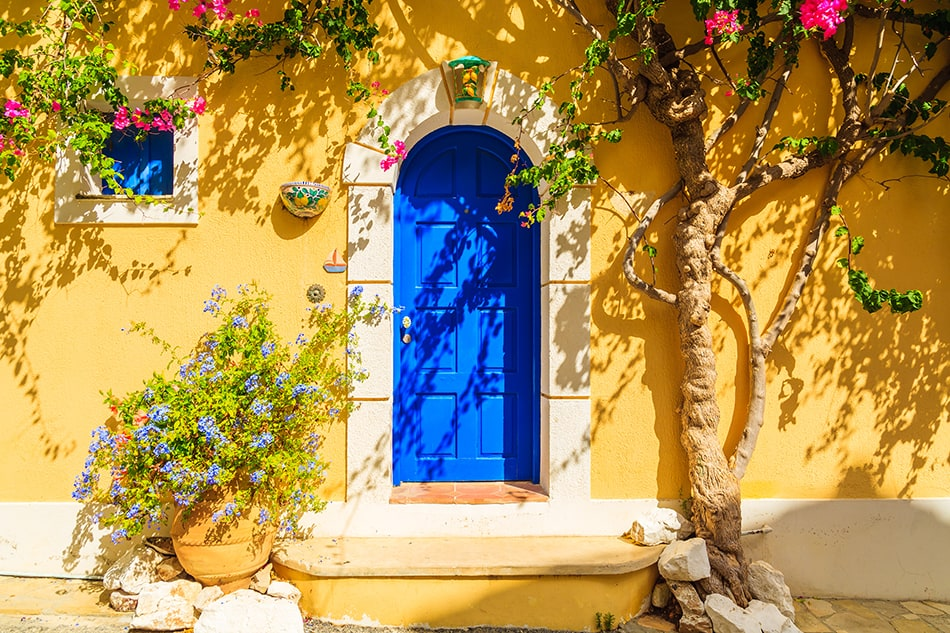 9 Inviting Front Door Colors for a Yellow House