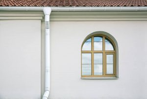 What Color Gutters For a White House? 6 Options for Increased Curb Appeal